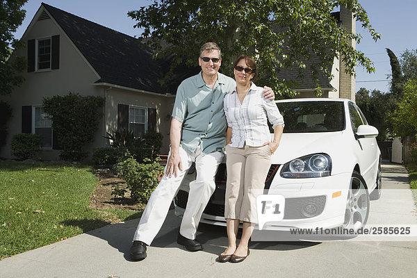 Auto Menschliche Eltern weiß Fahrweg VW