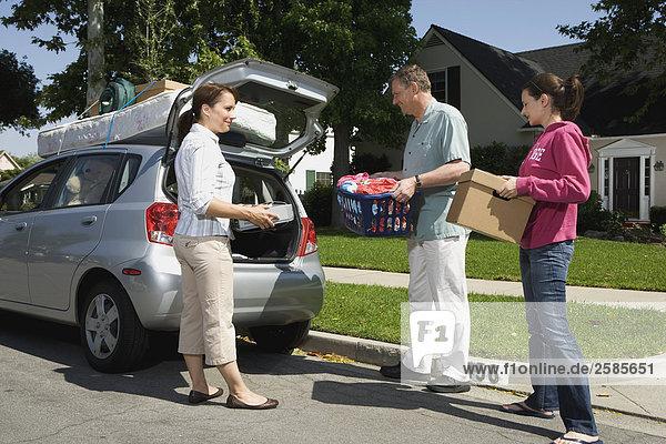 Auto Hilfe Menschliche Eltern binden Tochter Hochschule Chevrolet