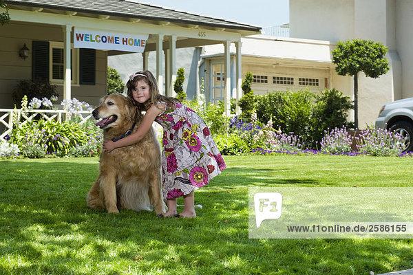 umarmen Hund jung Mädchen