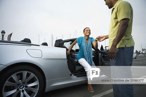 Man helfen  Frau von BMW 650i