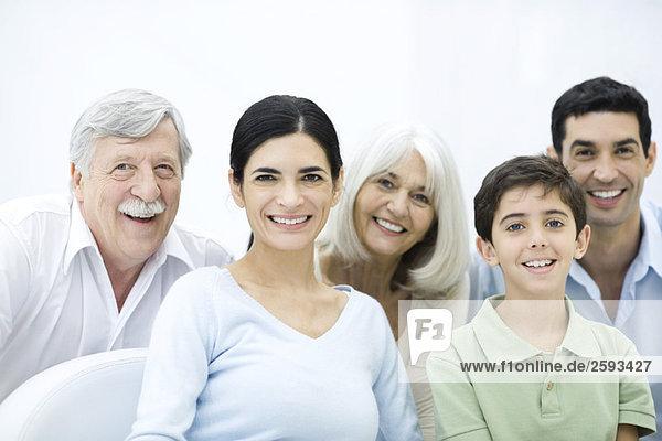 Mehrgenerationen-Familie  Portrait