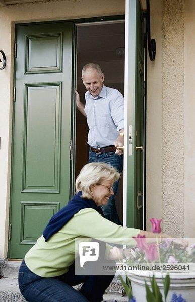 Ältere Paare in ihrem Haus