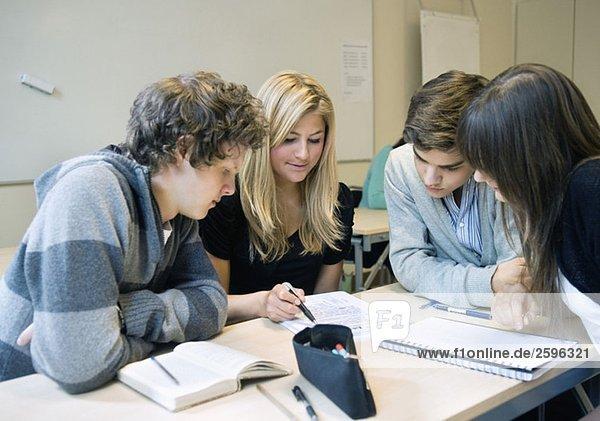Gruppenzuordnung im Klassenzimmer