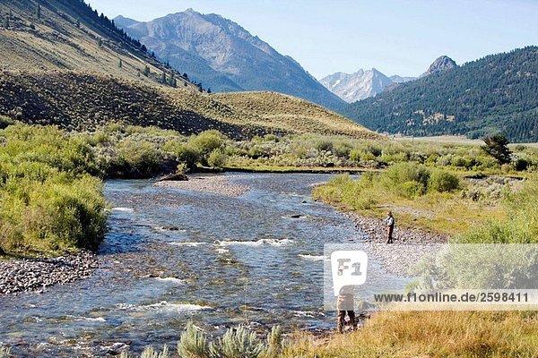 Männer Fliegenfischen  Copper Basin  Idaho  USA