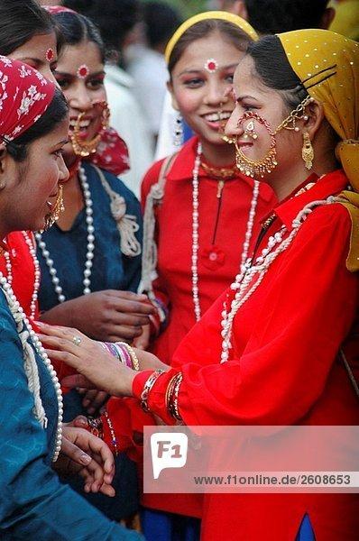 Mapusa Goa  Indien  Figurants während der Parade Shigmotsav