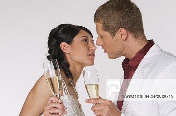Brautpaar mit Champagner  Portrait
