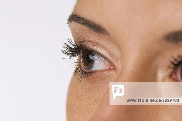 Frau mit braunen Augen  Nahaufnahme