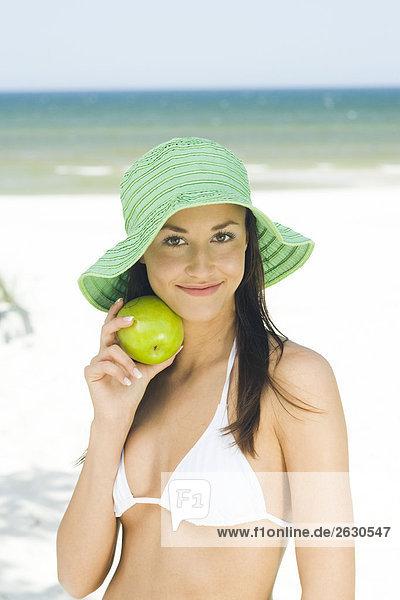 junge Frau mit apple junge Frau mit apple