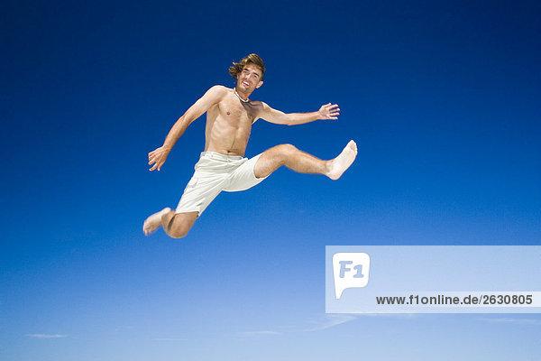 Mann springen