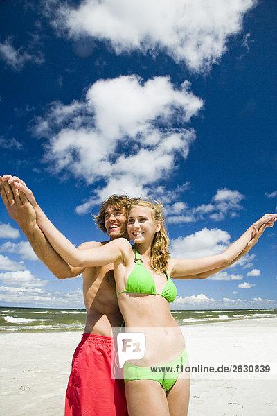 Paar in Liebe am Strand