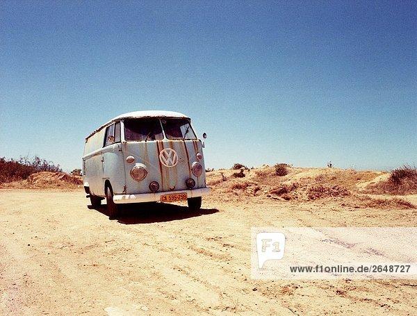 VW-Bus verschieben in der Wüste  Chapman's Peak  Kap-Halbinsel  Cape Town  Südafrika VW-Bus verschieben in der Wüste, Chapman's Peak, Kap-Halbinsel, Cape Town, Südafrika