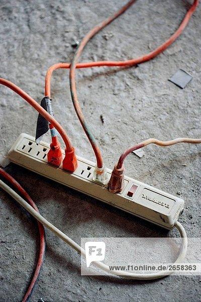 Erweiterungs-Kabel-Box mit 4 Verlängerungskabel angeschlossen