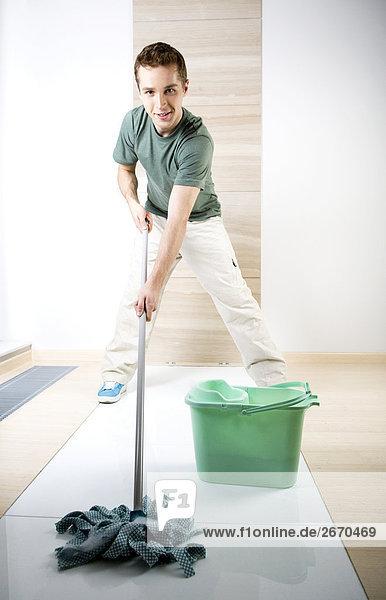 Mann Boden Fußboden Fußböden Reinigung Wischmopp