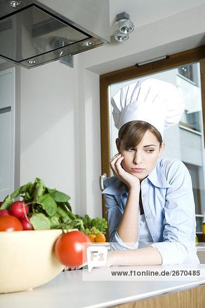 traurig Frau in Küche