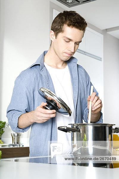 Mann Kochen