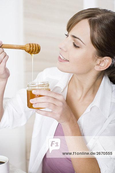 Frau Essen Honig