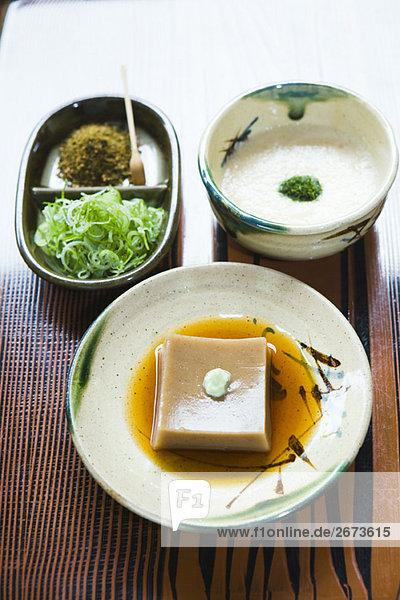 Sojabohne Tofu grün lecker Gewürz Pasta Nudel Sahne Garnierung