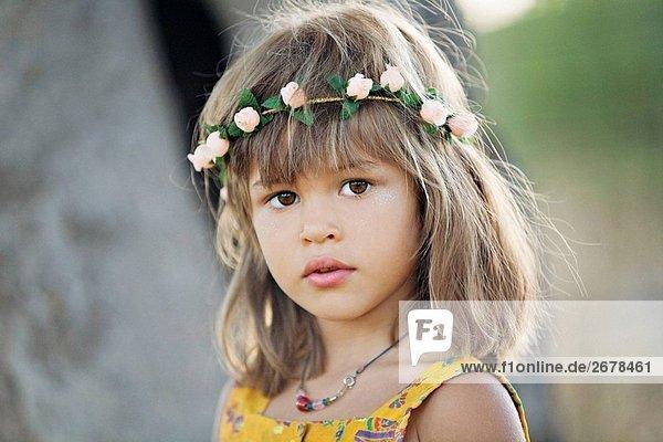 Portrait eines jungen Mädchens auf dem Lande