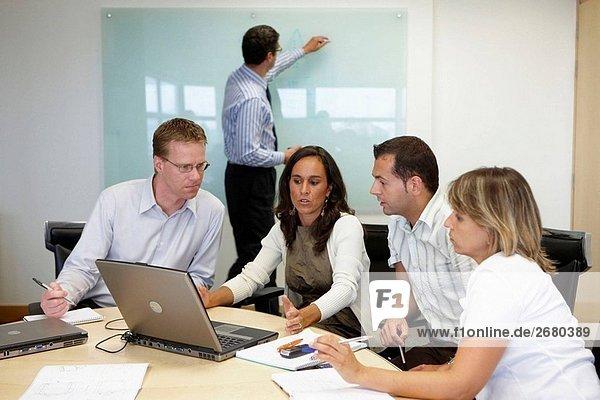 Projektmanager treffen  Fatronik-Tecnalia  Forschung und Technologie-Zentrum  Donostia  Baskenland  Spanien