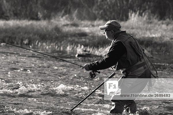 Profil Profile Mann Fluss reifer Erwachsene reife Erwachsene angeln Seitenansicht