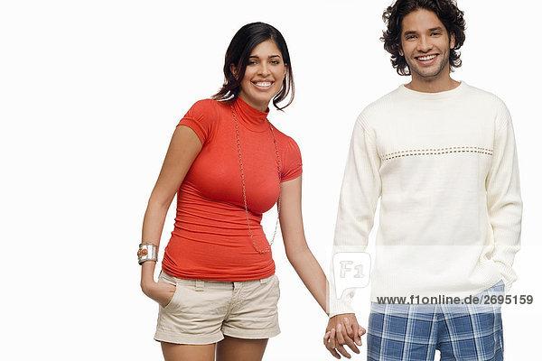 Porträt eines jungen Paares lächelnd