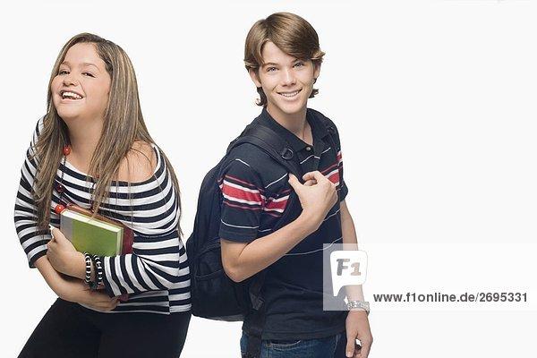 Portrait einer jungen Frau mit einem lächelnd Teenager