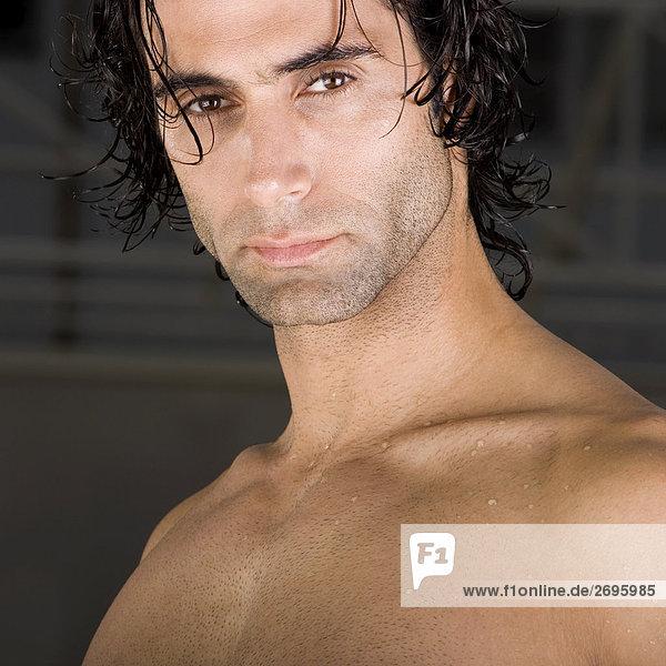 Porträt eines mittleren erwachsenen Mannes