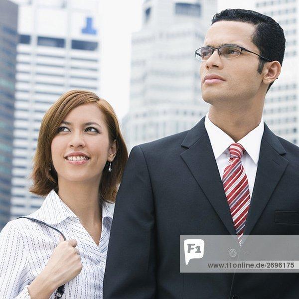 Nahaufnahme lächelnd mit einem Geschäftsmann geschäftsfrau