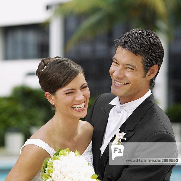 Nahaufnahme von einem frisch verheirateten paar lächelnd