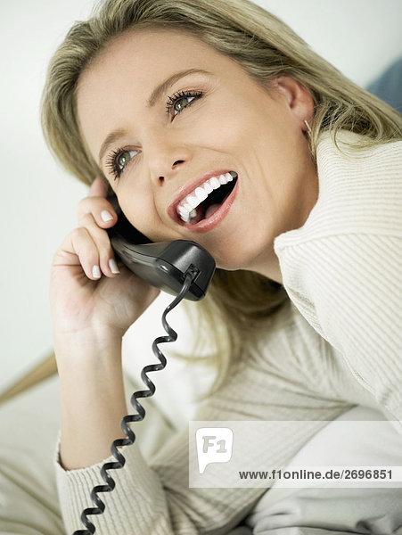 Frau sprechen Telefon Close-up Mittelpunkt Erwachsener