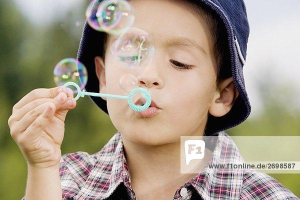 Nahaufnahme of a Boy blowing bubbles