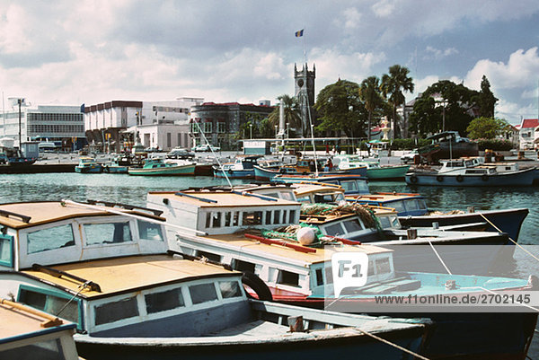 Erhöhte Ansicht verankerten Boote an einem sonnigen Tag  Barbados