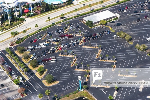 Luftbild des Autos geparkt auf einem Parkplatz  Orlando  Florida  USA