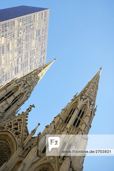 Untersicht einer Kathedrale  St. Patrick's Cathedral  Manhattan  New York City  New York State  USA