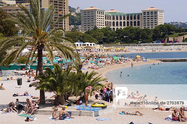 Touristen am Strand  Monte Carlo  Monaco