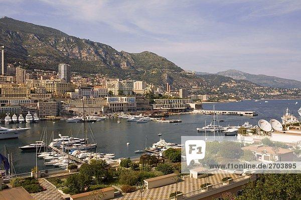 Erhöhte Ansicht der Boote angedockt an einem Hafen  Port von Fontvieille  Monte Carlo  Monaco