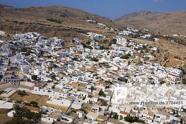Erhöhte Ansicht einer Stadt  Lindos  Rhodes  Dodecanese Inseln  Griechenland