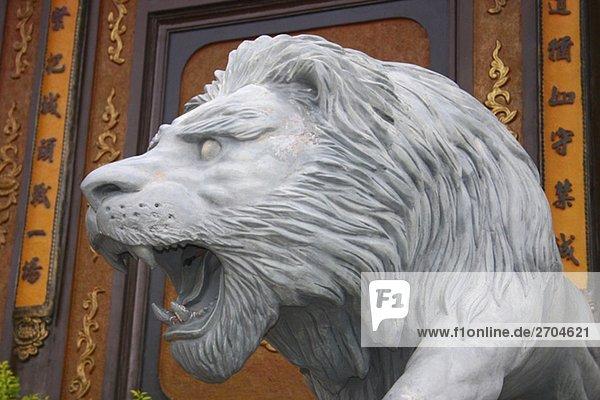 Nahaufnahme einer Statue des Löwen außerhalb eines Tempels  Ta Prohm Tempel  Angkor Wat  Siem Reap  Kambodscha