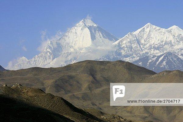 Panoramablick auf Bergwelt bedeckt mit Schneien  Muktinath Annapurna Range  Himalaya  Nepal