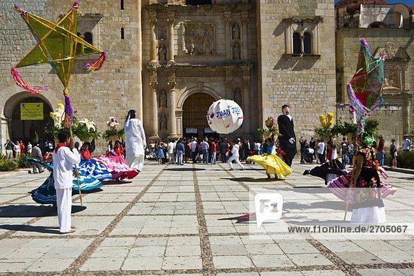 Tänzer an eine Hochzeitsfeier  Oaxaca  Bundesstaat Oaxaca  Mexico
