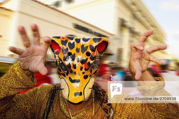 Nahaufnahme einer Person in einem Leopard Kostüm  Barranquilla's Carnaval  Miami  Florida  USA