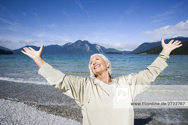 Seniorenfrau  jubelnd  jubelnd