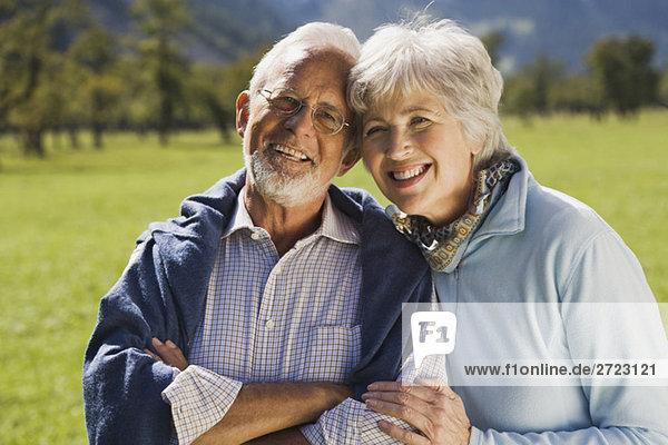 Österreich  Karwendel  Ahornboden  Seniorenpaar  lächelnd  Portrait