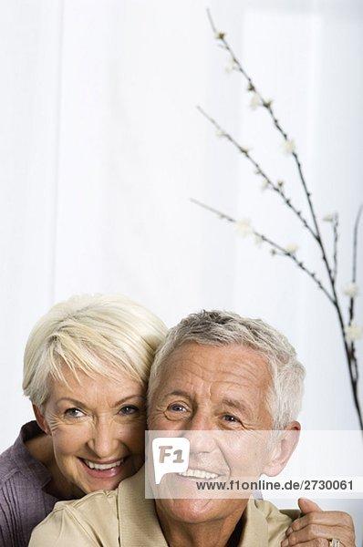 Altes Paar blickt nach oben  fully_released Altes Paar blickt nach oben, fully_released