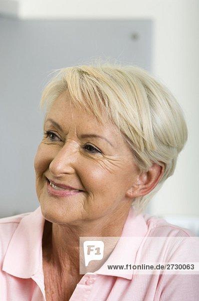 Alte Frau lächelt  fully_released Alte Frau lächelt, fully_released