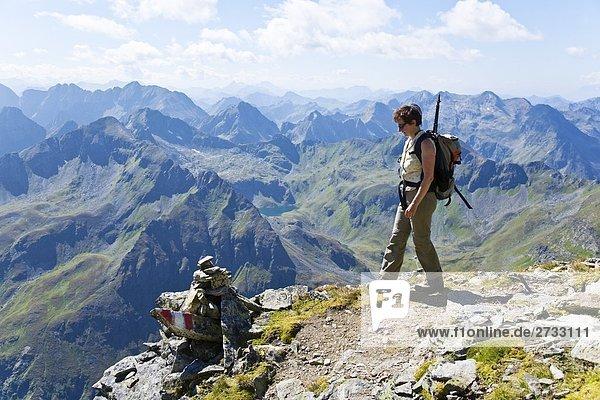 Weibliche Wanderer auf Berg  Niedere Tauern  Salzburg  Österreich
