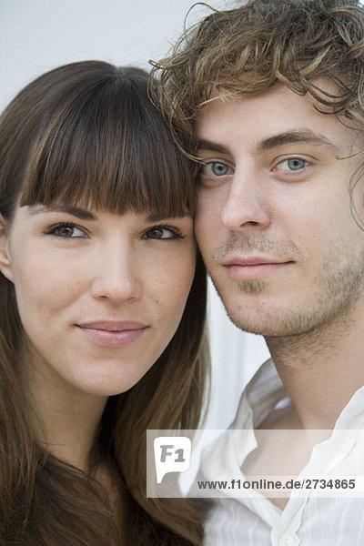 Porträt eines jungen Paares