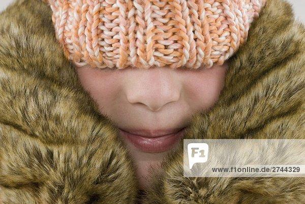 Nahaufnahme eines Mädchens tragen einen Wintermantel