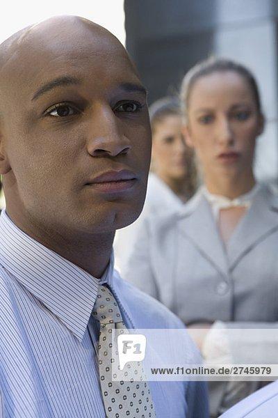 Geschäftsfrau sehen Geschäftsmann ernst Hintergrund Close-up 2