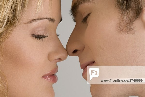 Nahaufnahme of a junges Paar romancing
